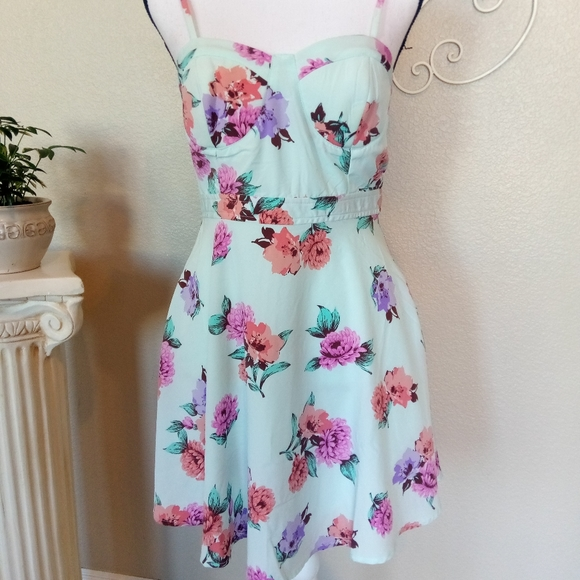 Mimi Chica Dresses & Skirts - Mimi Chica Floral Dress
